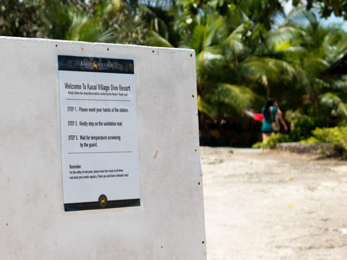 At the entrance you will find instructions on what to do before entering the resort.